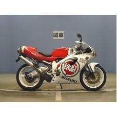 Suzuki RGV250 VJ23 - Lucky Strike Special Edition